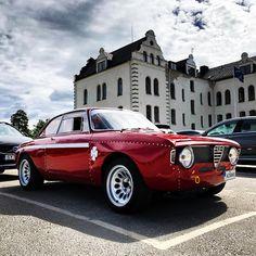 Swedens National Day, so remember to stay classy! #alfaromeo #grandhotelsaltsjöbaden #autodelta #gta1300 #vintagecar #carswithoutlimits…