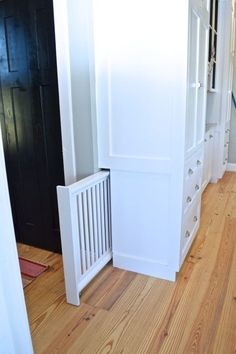 There are a lot of really great advantages to working with a cabinet builder. One of the biggest is customization. In many ways, the sky is the limit. (Assuming you can afford it.) In our case, our… house ideas Built-in hidden dog gate - NewlyWoodwards Home Design, Interior Design, Design Design, Smart Design, Baby Design, Urban Design, Interior Ideas, Modern Design, House Ideas