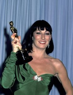 """Anjelica Huston wins Academy Award for her supporting role in """"Prizzi's Honor"""" 1985"""