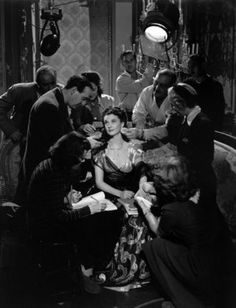 """Vivien Leigh and troupe photographed by Robert Coburn. From """"That Hamilton Woman"""" 1941"""