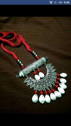 Bojo necklace Seashell Jewelry, Peacock Jewelry, Silver Jewelry, Handmade Necklaces, Handmade Jewelry, Teracotta Jewellery, Diy Fashion Accessories, Gold Jewellery Design, Fabric Jewelry