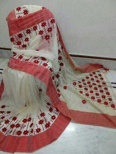 Online shopping from a great selection at Clothing & Accessories Store. Hand Embroidery Dress, Hand Embroidery Videos, Bead Embroidery Patterns, Embroidery Saree, Hand Embroidery Designs, Creative Embroidery, Dhakai Jamdani Saree, Tussar Silk Saree, Cotton Saree