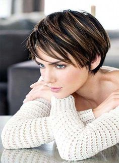 Short Layered Haircuts 2019 Short spiky hairstyles for women have been known to have a glamorous and sassy look in quite a simple way. Women often prefer these short spiky hairstyles. Popular Short Haircuts, Short Layered Haircuts, Short Hairstyles For Thick Hair, Bob Hairstyles, Short Hair Cuts, Curly Hair Styles, Pixie Haircuts, Hairstyle Short, Stylish Haircuts