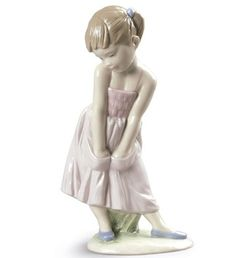 LLADRO NEW- SWEET SHYNESS - 2015 ANNUAL PIECE - Issue Year: 2015  Sculptor: Javier Molina