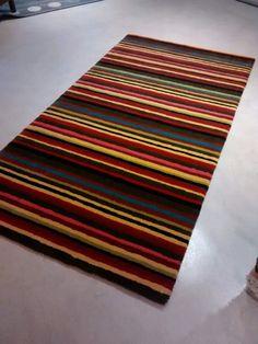 Alfombra tejida en 100% lana a pedido en la medida y color elegido por nuestro cliente