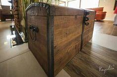 Oryginalny kufer ze starego drewna :). Okucia wykonaliśmy z metalu z odzysku ;) #regaliapm #drewno #kufer #staredrewno #oldwood #wooden #woodworking #woodworker #interior #pinterist www.regalia.eu