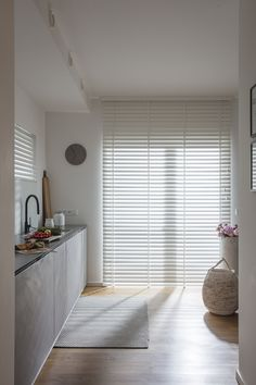 Wohnzimmer Enliven your kitchen with JASNO blinds. Home Room Design, Custom Interior Doors, Living Room Blinds, Home Decor, House Interior, Living Room Furniture Layout, Blinds And Curtains Living Room, Blinds, Furniture Layout