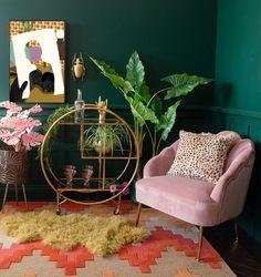 Living Room Decor Green Walls, Green Rooms, Bedroom Decor, Blush Pink Living Room, Art Deco Living Room, Funky Bedroom, Retro Living Rooms, Room Art, Entryway Decor