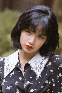 Kpop Girl Groups, Kpop Girls, Lisa Blackpink Wallpaper, Black Pink Kpop, Cute Korean Girl, Blackpink Photos, Blackpink Fashion, Jennie Blackpink, Blackpink Lisa