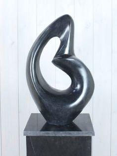 Gedenkbeeld Marmer Art. 14 Zwart, Dit marmeren gedenkbeeld is nieuw in ons assortiment. In onderstaande, bijpassende holle sokkel is discreet de urn te plaatsen.