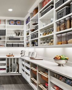 17 Awesome Pantry Shelving Ideas to Make Your Pantry More Organized To make the pantry more organized you need proper kitchen pantry shelving. There is a lot of pantry shelving ideas. Here we listed some to inspire you Kitchen Pantry Design, Kitchen Pantry Cabinets, New Kitchen, Kitchen Storage, Kitchen Decor, Compact Kitchen, Wine Storage, Storage Room, Rustic Kitchen