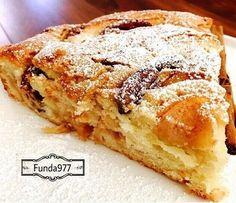 Yumuşacık bir keke elma, ceviz ve tarçın eklenirse lezzet bombası olur. Elmalı, cevizli kek sevenler mutlaka deneyin derim...