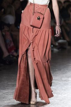 Aigner at Milan Fashion Week Spring 2020 - Details Runway Photos Source by scoutthecity outfits spring Daily Fashion, 2020 Fashion Trends, Milan Fashion Weeks, Moda Fashion, Vogue Fashion, Fashion 2020, Skirt Fashion, Runway Fashion, Fashion Show