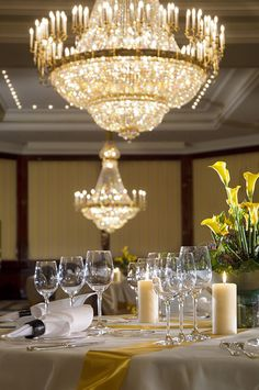 The color combination of gold and cream gives your event an elegant twist at The Ritz-Carlton, Berlin.