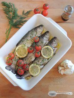 Truite au four - Grape Recipes Paleo Fish Recipes, Grape Recipes, French Food, Fresh Rolls, Avocado Toast, Seafood, Sausage, Good Food, Food And Drink