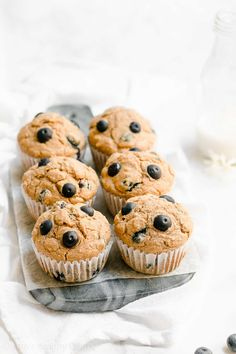 Learn how to make the BEST healthy blueberry oatmeal muffins from scratch! They're really moist & tender, even with no refined flour or sugar! Only 118 calories Oatmeal Blueberry Muffins Healthy, Healthy Breakfast Muffins, Blue Berry Muffins, Eat Breakfast, Breakfast Ideas, Breakfast Recipes, Healthy Cookies, Healthy Sweets, Healthy Snacks
