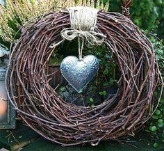 Do it yourself villiviinikranssi (Diy wreath) Christmas Wreaths, Christmas Crafts, Christmas Decorations, Wreath Crafts, Grapevine Wreath, Willow Wreath, Door Wreath, Deco Nature, Willow Weaving