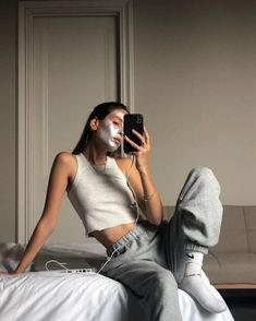outfit for date casual Lounge Outfit, Lounge Wear, Look Fashion, Fashion Outfits, Womens Fashion, Lolita Fashion, 70s Fashion, Urban Fashion, Fashion Boots