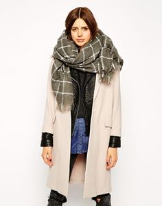 Nothing is cosier than a big scarf for serious winter layering. This one has a beautiful grey colour! Find it here: http://asos.do/eyV1EW