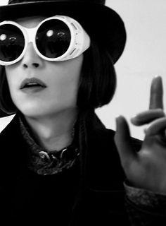 Charlie and the chocolate factory Johnny Depp Willy Wonka, Tim Burton Johnny Depp, Young Johnny Depp, Johnny Depp Movies, Aesthetic Indie, Aesthetic Photo, Johnny Depp Leonardo Dicaprio, Estilo Tim Burton, Jonny Deep