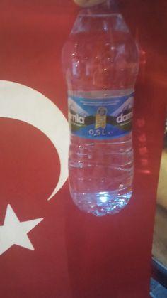 Fatih Bereket Döner' in nöbete gidenlere ikram ettiği su.