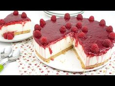 No-Bake Raspberry & Greek Yogurt Cake - How to Make Greek Yogurt & Raspberry Cake Greek Yogurt Cheesecake, Greek Yogurt Cake, Chocolate Greek Yogurt, Lime Cheesecake, Cinnamon Roll Cupcakes, Chess Cake, Raspberry Cake, Raspberry Chocolate, Cold Desserts