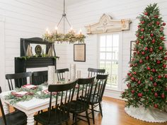 Fixer Upper Christmas Decor & Inspiration