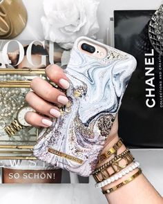 Golden Glamour in collaboration with beautiful Hannalicious - pic by @my_philocaly #goldenglamour #idealofsweden #fashion #style #marble #fashionista #white #gold #outfit #details #fashioncase #phonecase #hannalicious #accessories