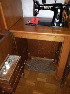Alte Pfaff Nähmaschine 30 - versenkbar in Antiquitäten & Kunst, Haushalt, Nähmaschinen | eBay