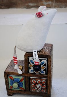 tooth mouse Tooth Mouse, Snowy Weather, Dental Teeth, Knitting Projects, Snow Globes, Craft Ideas, Smile, Ceramics, Crafts