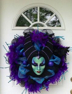 It would be perfect for a Disney themed Halloween, though it would work for Halloween without the theme. Maleficent Disney Halloween Wreath by SparkleForYourCastle on Etsy halloween wreaths Disney Halloween, Halloween Make, Holidays Halloween, Halloween Decorations, Halloween Wreaths, Maleficent Halloween, Halloween Lighting, Maleficent Costume, Disney Maleficent