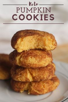 Pumpkin Spice Keto cookies are perfect for fall. These Pumpkin cookies are low carb and keto! Who doesn't love keto pumpkin spice recipes? Desserts Keto, Keto Snacks, Dessert Recipes, Keto Foods, Keto Meal, Dessert Bars, Healthy Foods, Snack Recipes, Keto Cookies