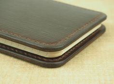 Fenner CRAFTS Handcrafted 'Sylvan' Leather Cover por FennerBenedict