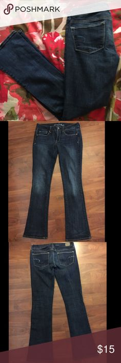 American Eagle Skinny Kick Jeans 98% Cotton, 2% Spandex 29 inch inseam Excellent condition. Sparkly dark blue on back pocket logo. American Eagle Outfitters Jeans Boot Cut