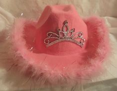 Cowboy Hats of all kinds. From straw cowboy hats to cowboy/cowgirl hats with veils for the bride-to-be. We have a great selection to choose from and can customize your hat! Cowgirl Halloween Costume, Clueless Halloween Costume, Best Friend Halloween Costumes, Halloween Outfits, Halloween 2020, Deer Costume, Couple Halloween, Pink Cowboy Hat, Ac New Leaf