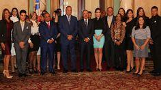 Armario de Noticias: Danilo Medina recibe a estudiantes de Espacio 2016...