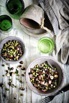 Paistettuja herneitä, pekonia ja pähkinöitä - Alkuruuat - Reseptit - Helsingin Sanomat Salads, Food, Salad, Hoods, Meals, Chopped Salads, Lettuce