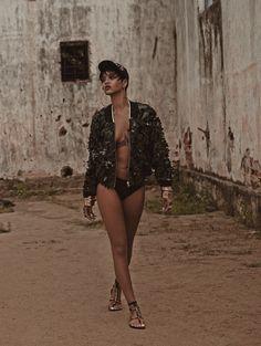 Rihanna poses topless in racy new shoot for Vogue Brazil Rihanna Vogue, Moda Rihanna, Estilo Rihanna, Looks Rihanna, Rihanna Riri, Rihanna Style, Vogue Uk, Vogue Spain, Vogue Korea
