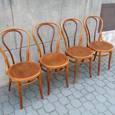 This classic will never go out of fashion - classic Thonet chairs. Top Furniture Stores, Furniture Sale, Furniture Buyers, Classic Furniture, Vintage Furniture, Modern Furniture, Bentwood Chairs, Dining Chairs, Scenic Design