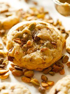 Pistachio-Toffee-Crunch-Cookies