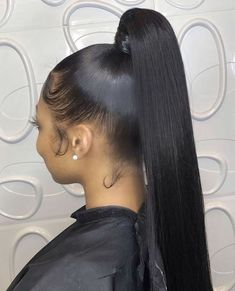 35 Weave Ponytail Hairstyles Weave ponytails are extremely versatile. Here are 35 great weave ponytail looks that suit a variety of personal styles, whether you like it straight or curly. Slicked Back Ponytail, Slick Ponytail, Black Ponytail Hairstyles, Hair Ponytail Styles, Weave Hairstyles, Straight Hairstyles, Short Hair Styles, Long Ponytail Weave, Glamorous Hairstyles
