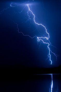 ✮ Lake Lightning Strike