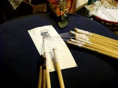 Bobbin Lace Making: Basic Bobbin Lace Stitches. Really great basic tutorial.