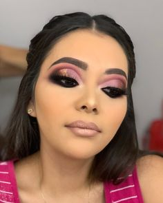38 Fabulous Simple Christmas Makeup Looks - The holiday season is constantly a test similar to making unique, bubbly looks utilizing eye makeup. You can accomplish uncommon looks that you can pu. Makeup Eye Looks, Beautiful Eye Makeup, Eyeshadow Looks, Pretty Makeup, Smokey Eye Makeup, Eyeshadow Makeup, Eyeliner, Glam Makeup, Baddie Makeup