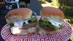 Buffalo Turkey Sliders VERDICT: yum-o as rachael ray would say! has veggies in burger! Buffalo Turkey Burgers, Turkey Sliders, Burger Recipes, Veggie Recipes, Cooking Recipes, Yummy Veggie, Yummy Food, Yummy Eats, My Favorite Food