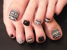 Black & White Toenail Polish Pattern Design