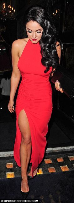 Vicky Pattison shows off her tiny curves in backless red dress Vicky Pattinson, Star Fashion, Girl Fashion, Red Backless Dress, Classy Outfits, Lady In Red, Dress To Impress, Celebs, Celebrities