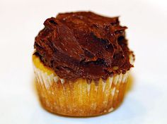 Vegan Chocolate Frosting Recipe made with 5 ingredients is easy to make! Spread over cakes and cupcakes, and as filling between cookies.