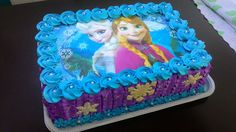 Bolo de leite ninho com morangos decorado com Ana e Elsa do filme frozen. Elsa, Sheet Cakes, Birthday Cake, Desserts, Food, Frozen Movie, Strawberries, Yummy Recipes, Decorating Cakes