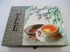 Wunderschöne Teebox für Teebeutel aus Holz    Diese Teebox wurde mit Serviettentechnik und Acrylfarbe gestaltet. Innen befindet sich eine Unterteil...